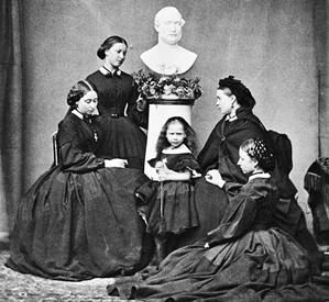 Victorian mourning attire