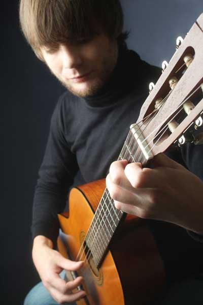Guitarist plays at funeral service